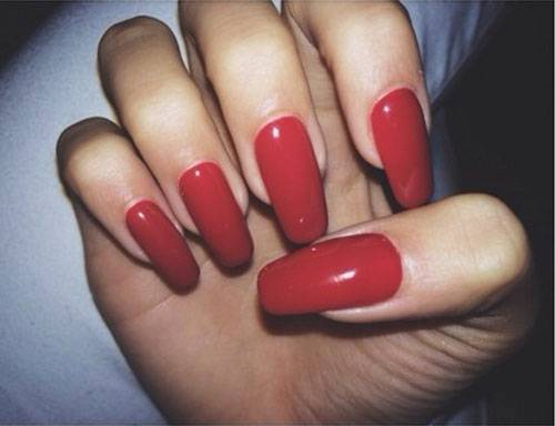 pia-mia-perez-nails-red